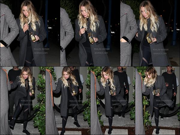 14/10/16 : C'est à la sortie du Delilah Club, dans West Hollywood, que nous retrouvons notre jolie Ashley. L'actrice s'est octroyée une soirée en compagnie de ses amis. Elle a raison, il faut profiter. Plus, j'adore la tenue qu'elle porte. Top ![/font=Arial]