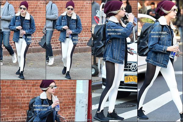 05/11/16 : Notre menteuse a été photographiée par les paparazzis alors qu'elle se promenait dans New York. Je ne suis pas fan de la tenue d'Ashley. Je trouve que les habits ne s'accordent pas du tout. C'est un flop pour ma part... Et pour toi ?[/font=Arial]