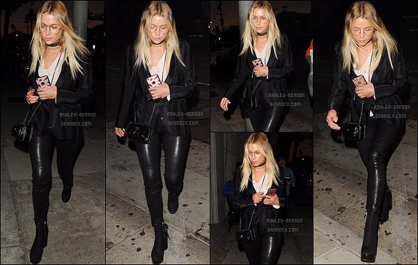 02/08/16 : Ashley Victoria Benson a été aperçue quittant le Craig's restaurant, dans West Hollywood. (CA) Total look noir pour l'actrice, comme d'hab. Néanmoins, la tenue est plutôt sympa et j'adore sa paire de lunettes. Un top pour moi.[/font=Arial]