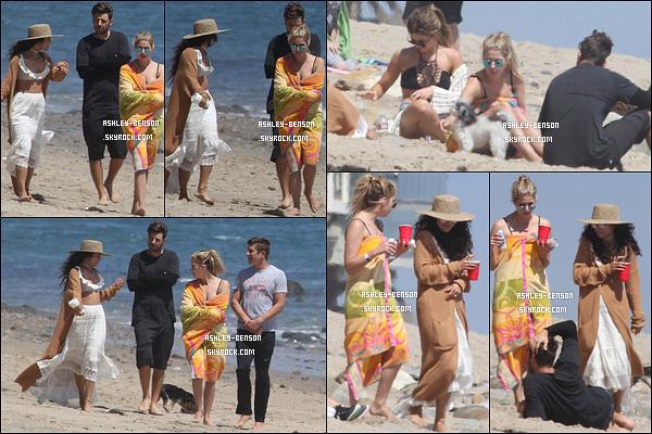 05/06/16 : Blondie a été repérée prenant du bon temps en compagnie de ses amis, sur une plage de Malibu. Parmi ses amis, il y avait Vanessa Hudgens, Austin Butler ainsi que son petit-ami, Ryan Good. Quel plaisir de revoir V&A ensemble ![/font=Arial]