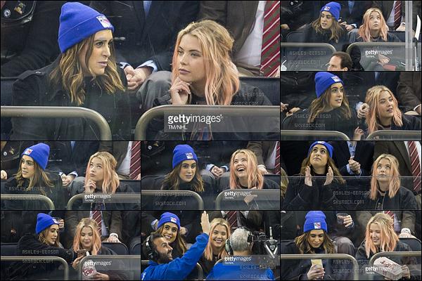 13/01/17 : Ashley était au match d'hockey sur glace opposant les Toronto Maple Leafs aux New York Rangers. Enfin une sortie pour Ash ! Que c'est bon de la retrouver. Seulement, on ne voit pas sa tenue. + Ses cheveux sont bien moins roses.[/font=Arial]