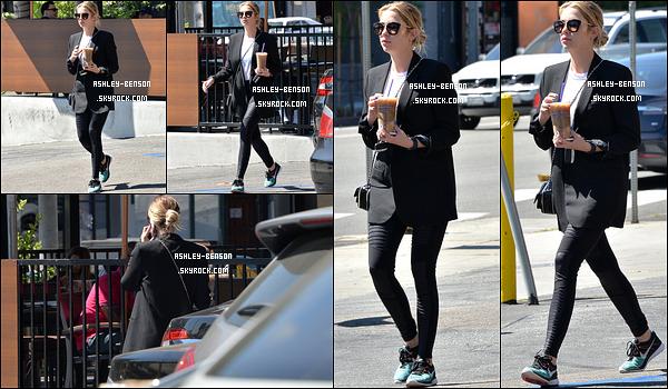 23/03/16 : Miss Benson a été aperçue par les paparazzis à la sortie du Coffee Bean & Tea Leaf à Los Angeles. Aucun effort du côté de l'actrice puisqu'elle porte une tenue entièrement noire. Mais bon, elle reste belle. Et vous, qu'en pensez-vous ?[/font=Arial]