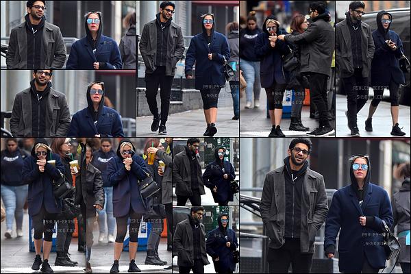 07/02/17 : Ashley a été aperçue en pleine balade dans les rues de New York City, avec son coach personnel. Ashley recommence à porter des tenues trop larges pour elle, ce qui ne l'a met pas en avant. Je ne suis franchement pas fan. Vous ?[/font=Arial]