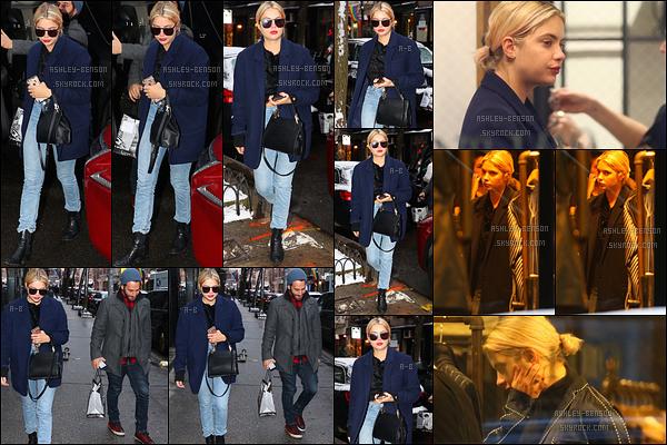 31/01/17 : Ashley a été aperçue faisant du shopping, en compagnie d'un ami, dans West Village, à New York. L'actrice a fait un effort et ne porte pas que du noir. De plus, on peut voir que ses cheveux sont redevenus entièrement blonds. Top![/font=Arial]