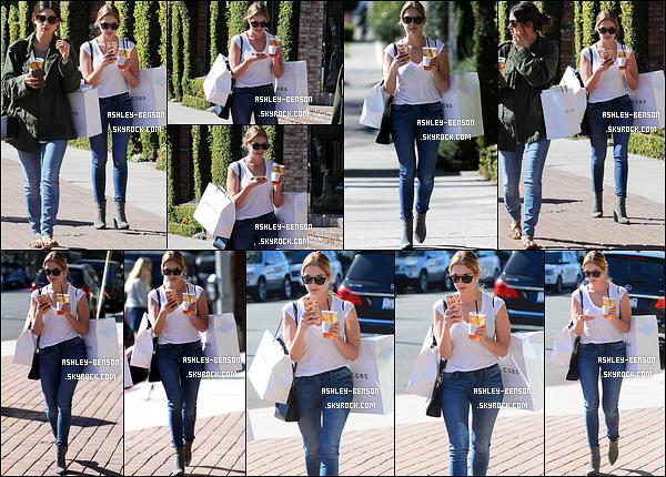 09/02/16 : Miss Ashley Benson a été repérée en compagnie d'une amie, dans un quartier de Los Angeles. Elle a été faire du shopping afin de se trouver des tenues pour la Fashion Week qui se déroulera à New York. J'ai hâte de voir ![/font=Arial]