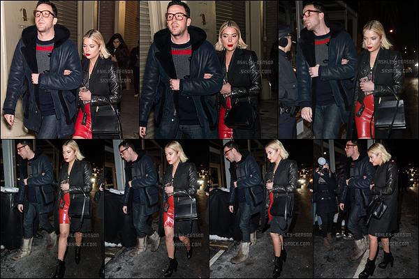 11/02/17 : Ashley Benson a été aperçue dans les rues de New York afin de se rendre à un nouvel événement. Vous l'avez deviné, l'actrice n'a pas changé de tenue. Et depuis, mon avis n'a pas changé. J'aime toujours ! Et vous, qu'en pensez-vous ?[/font=Arial]
