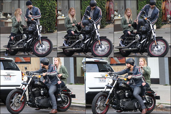 03/03/16 : Ashley et Keegan Allen ont été vus à la sortie du Alfred's Coffee & Kitchen, dans West Hollywood. C'est de manière gentille que Keegan s'est moqué des paparazzis en les imitant avec son petit appareil photo. Quel petit blagueur ![/font=Arial]