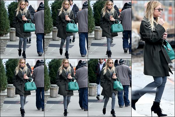 19/02/16 : Notre magnifique Ashley a été photographiée en train de se balader dans Soho, à New York. Nouvelle sortie pour notre blondinette, ce qui nous ravie énormément. J'adore sa tenue, elle est très jolie. Au top, comme d'hab![/font=Arial]