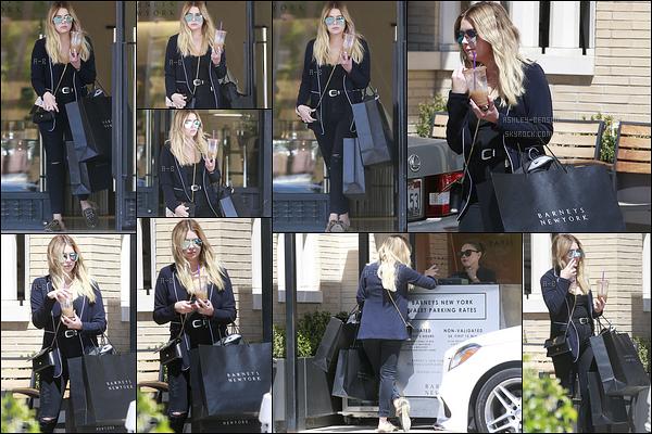 14/04/17 : Notre Ashley a été aperçue quittant Barneys après avoir fait quelques achats, dans Beverly Hills. C'est toujours dans le même genre de tenue que nous la retrouvons. Cependant, elle lui va bien. Mais un flop pour ses chaussures.[/font=Arial]