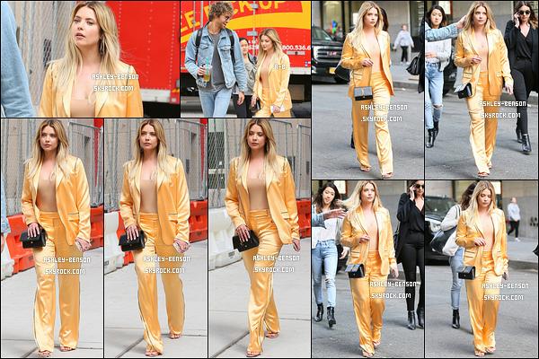 17/04/17 : Notre Benzo a été aperçue en train de se balader, portable en mains, dans les rues de New York. Petite pause entre deux promotions pour l'actrice. Et on a enfin de la couleur ! Ca fait plaisir de la voir habillée comme ça. Vos avis ?[/font=Arial]