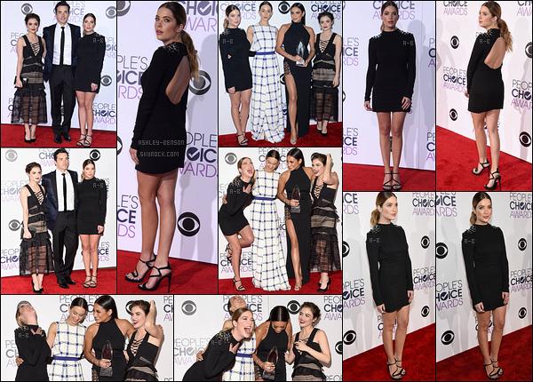 06/01/16 : Ashley et le cast de PLL se sont rendus aux People's Choice Awards qui se sont déroulés à Los A. Retrouvez donc des photos du cast sur le red carpet. Ca fait plaisir de voir les filles ensemble et d'excellente humeur. Au top la miss ![/font=Arial]
