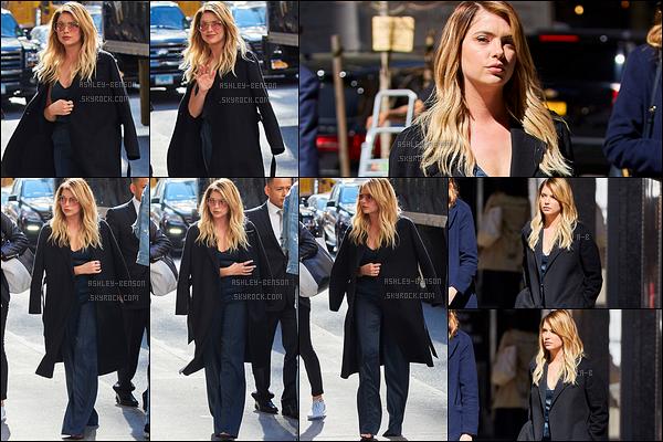 18/04/17 : Miss Benson a été repérée par les paparazzis devant les locaux de iHeartRadio,  dans New York. J'adore cette sortie ! Les cheveux d'Ashley sont magnifiques bien que ce soient des extensions. Un magnifique top, n'est-ce pas ?[/font=Arial]