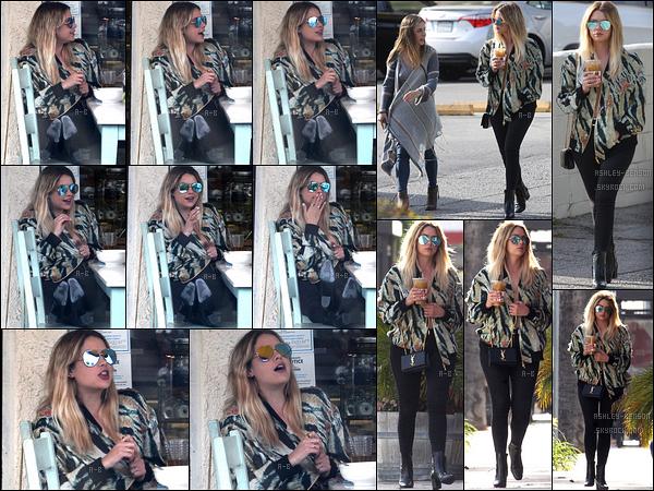25/04/17 : Ashley et une amie ont été aperçues en train de déjeuner au Artisan Cheese, dans Studio City. Dans la même journée, elle s'est rendue au Saint John's Health Center. Les photos sont à découvrir sur l'insta d'Ashley. Un top ![/font=Arial]