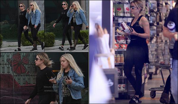 01/05/17 : Ashley Benson et une de ses amies ont été aperçues quittant leur cours de sport, dans Los Angeles. Ashley en a profité pour s'arrêter faire quelques achats dans un magasin. Je n'ai aucun avis sur la tenue comme c'est une tenue de sport.[/font=Arial]