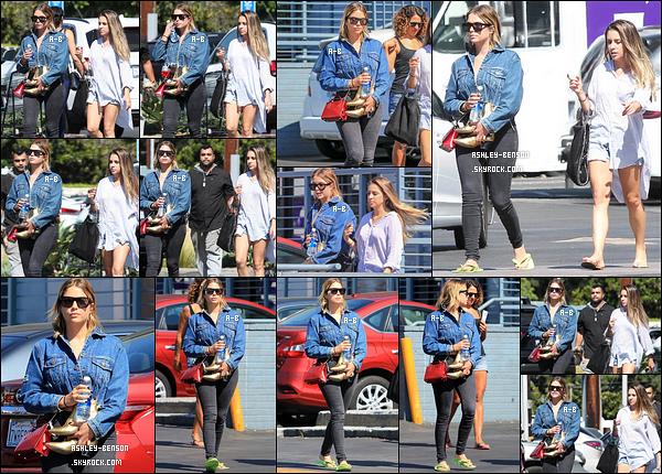 25/07/17 : Ashley et une amie à elle ont été vues quittant un salon d'esthétique qui se trouvait à Studio City. Enfin une news d'Ashley qui est de retour à Los Angeles. J'espère qu'elle y restera longtemps pour la revoir un peu. Un beau top ![/font=Arial]