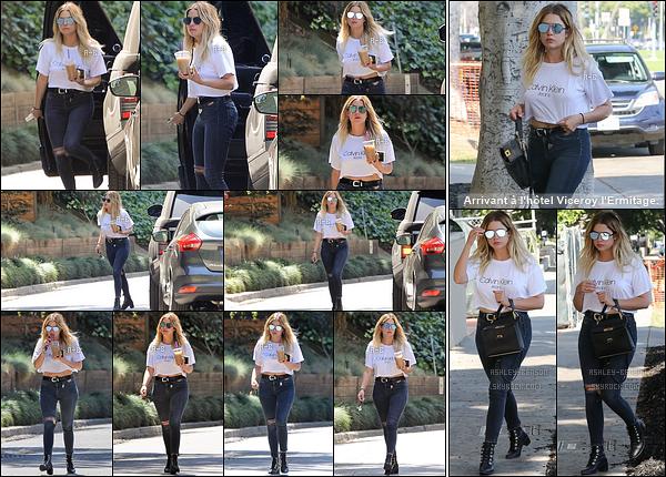 02/06/17 : Les paparazzis ont croisé Ashley Benson alors qu'elle profitait de son café glacé dans Beverly Hills. La miss portait un t-shirt de la marque Calvin Klein ainsi qu'un jean tout simple. Je la trouve très jolie, c'est donc un gros top pour elle ![/font=Arial]