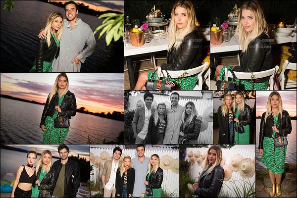 29/07/17 : Ashley était à une soirée organisée par son ami Logan Hurn qui s'est tenue sur l'île de Long Island. Les représentants de la marque Assouline étaient également présents. J'aime beaucoup la robe d'Ashley mais moins les chaussures.[/font=Arial]