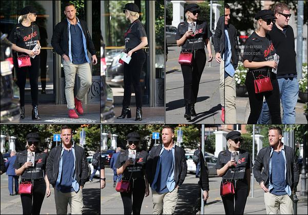 20/09/17 : Ashley a été repérée en train de quitter son hôtel afin d'aller se promener dans les rues de Milan. Je suppose qu'Ashley est là-bas pour la Fashion Week qui se déroule en ce moment-même. Réponse dans les jours à venir... Top ![/font=Arial]