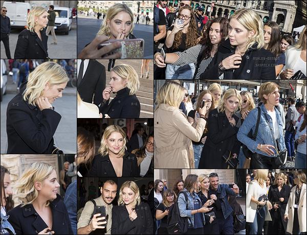 21/09/17 : Les paparazzis, ainsi que de nombreux fans, ont croisé Ashley Benson dans les rues de Milan. Apparemment, Ashley se rendait au lancement de la nouvelle collection de la marque de vêtements italienne Genny. Trop belle![/font=Arial]