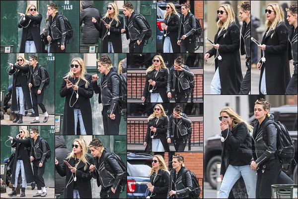 12/12/17 : La miss Benson et l'actrice Kristen Stewart ont été aperçues ensemble dans les rues de New York. Ca fait plaisir de les retrouver ensemble. Sinon, j'aime bien la tenue d'Ashley, elle reste fidèle à son style vestimentaire. - Un top ![/font=Arial]