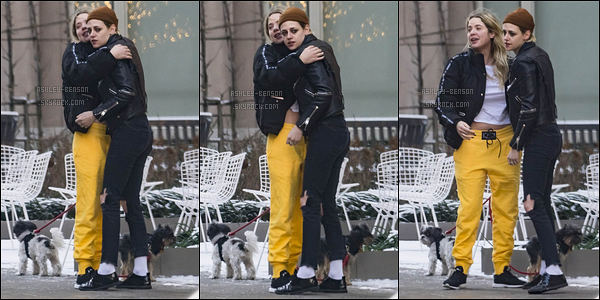 14/12/17 : Ashley et sans surprise, Kristen Stewart, ont encore été vues ensemble dans les rues de New York. Eh bien, les filles passent beaucoup de temps ensemble depuis quelques temps. Que pensez-vous de cette amitié et de la tenue d'A?[/font=Arial]