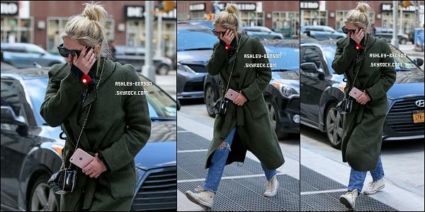 02/02/18 : Cette fois, Ashley Benson a été aperçue alors qu'elle arrivait à son appartement dans New York. Très peu de photos sont disponibles pour cette sortie. Néanmoins nous pouvons juger sa tenue et pour moi c'est un très beau top.[/font=Arial]