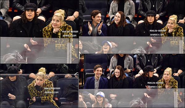 09/02/18 : C'est au match opposant les Calgary Falmes aux New York Rangers que nous retrouvons notre Ash. Ca fait plaisir de voir qu'elle aime toujours autant le hockey sur glace. Mais les photos se font de plus en plus rares pour les sorties...[/font=Arial]