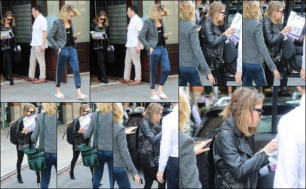 13/09/19 : Ashley et Cara ont été aperçues ensemble alors qu'elles regagnaient leur véhicule garé à New York. Peu de photos de l'actrice parce que les paparazzis ont favorisé Cara, ce qui est fort dommage... On ne peut donc pas juger la tenue ![/font=Arial]