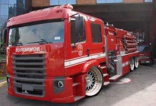 trop bien ce camion de pompiers