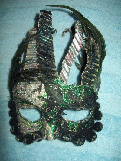 quelques masques , pastels,et boîtes