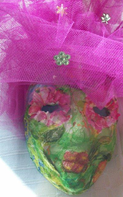 quelques masques, boite et vase