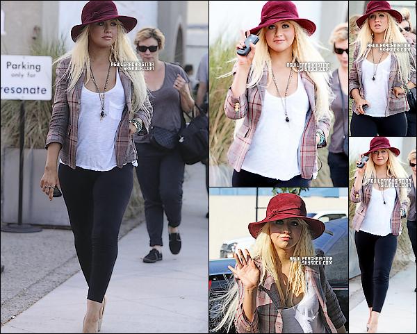 .  Jeudi 23 Juin 2011.  - On a  Aperçu la splendide Christina Aguilera dans les rues de Burbank !   Oh mon dieu ! mais quel changement vestimentaire ! et en plus elle a maigrit ! bravo xtina ! j'adore totalement & toi?  .