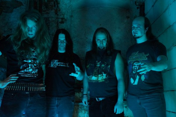 INSULTER:Crypts of Satan-nouvel album (8/4/16)