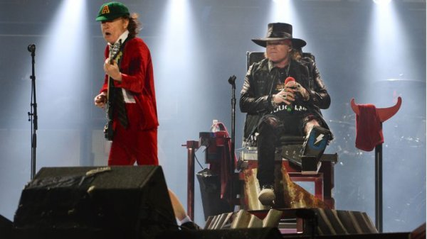 AC/DC Live Lisbon FULL SHOW - 07.05.2016 (With Axl Rose)