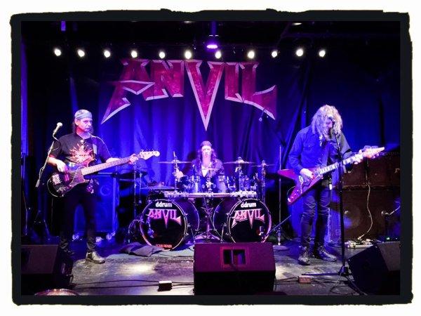 ANVIL :Anvil is Anvil-album (26/2/16)clip Zombie Apocalyspe