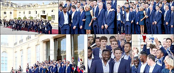 16 Juillet 2018: ▬La journée s'achève pour les Bleus. Ils sont reçus par le président de la République. Sur le perron de l'Elysée, le tubeI Will SurviveetLa Marseillaiseont aussi été entonnés a capella par les joueurs et le chef de l'État.