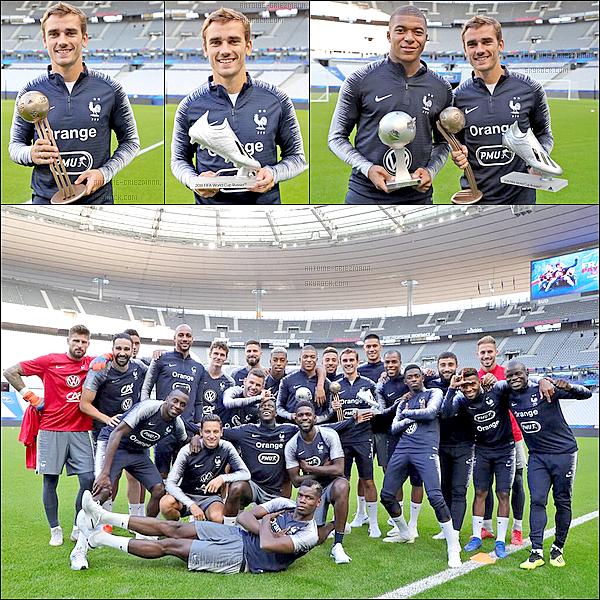 7 septembre 2018: ▬Antoine Griezmann et Kylian Mbappé ont reçus aujourd'hui leur trophées individuels. Antoine reçoit les trophées du deuxième meilleur buteur et troisième meilleur joueur de la coupe du monde.Ils les a donc reçu au stade de France.