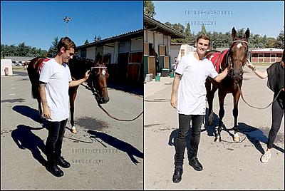 27 Septembre 2018: ▬Antoine Griezmann et son papa assistaient à la course hippique de son cheval à Lyon. Hooking termine à la quatrième place dans le Critérium de L'hippodrome de Lyon. C'est un séjour de courte durée, Antoine à un match samedi.