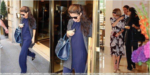 . 22 Septembre 2013 : Selena à était vu sortant de son hôtel puis ensuite, vue en compagnie de la célébère Anna Wintour. .