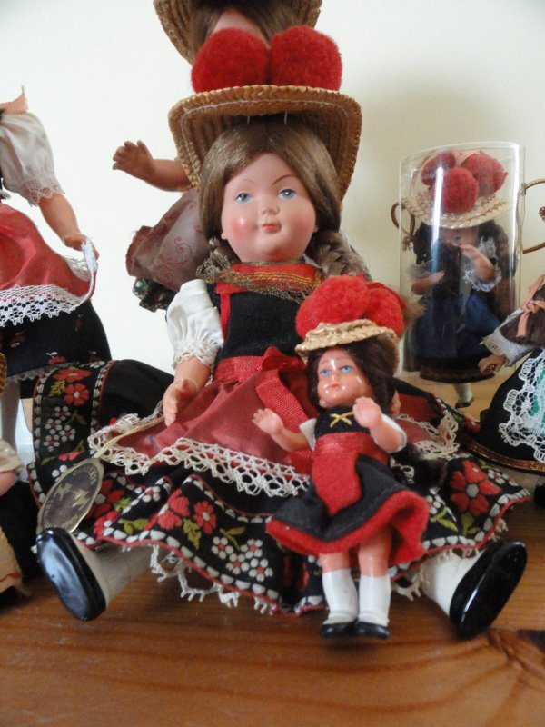Poupée Folklorique Allemande Foret Noire Pompon Rouge Antique (pre-1930) Dolls