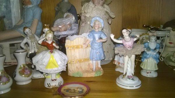 des petites statues...