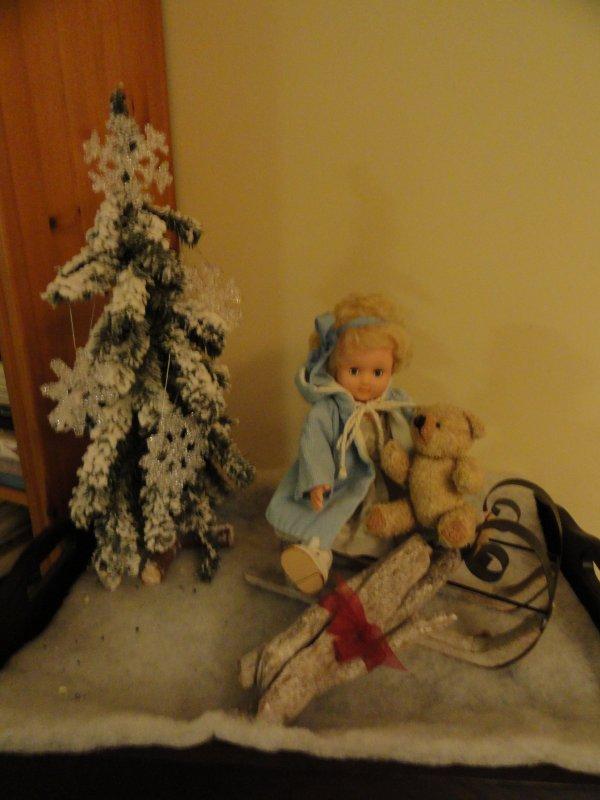 Décorations de Noël...Colette a reçue un nouveau bonnet...