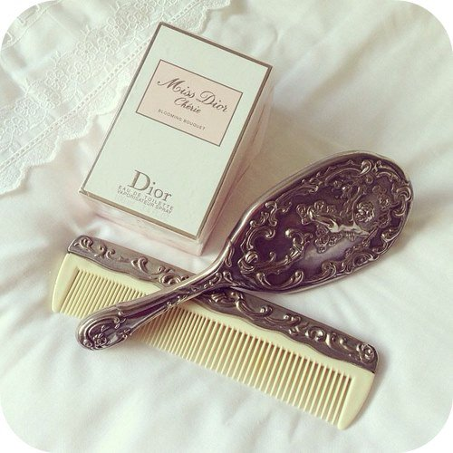 Conseils CHEVEUX : NETTOYER SA BROSSE A CHEVEUX