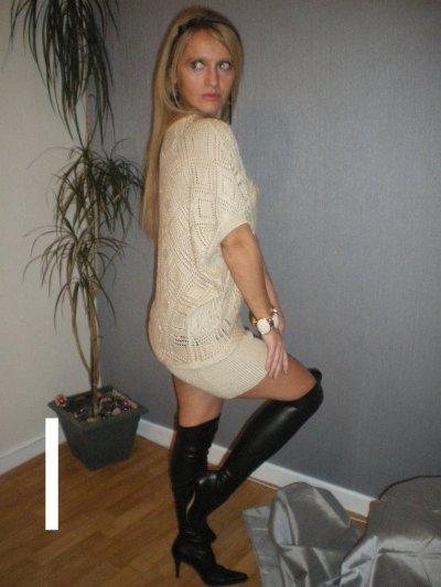 attention mini blonde dangereuse !!!  se soir la mini miss france sera?? lol!!!!!