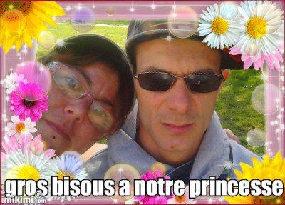 Moi et mon cheri,on fait de gros bisous a notre princesse
