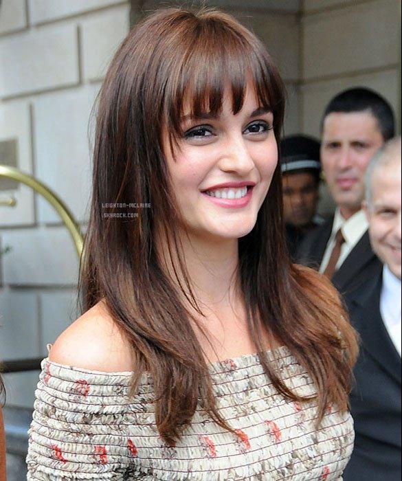 Le 08/07/2011 : Leighton a changé de coupe de cheveux et à opter pour une frange . Top ? Bof ou Flop ?