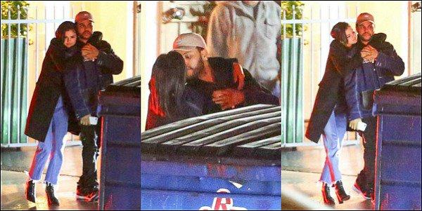 """. 10.01.17. ─ S. a été aperçue avec son nouvel amoureux : Abel Tesfayequittant un restaurant à Santa Monica. Tout ce qu'on peut dire c'est que l'année commence bien pour Selena... Et on lui souhaite biensur plein de bonnes choses ! . Une source -inconnue- a déclaré auprès de E! News, les propos suivants au sujet du nouveaucouple Selena/Abel: « Tout d'abord, Selena Gomez et Abel Tesfaye ont voulu gardé leur relation secrète. Mais ils ont décidé qu'ils s'en fichaient vraiment que le monde le sache. Abel pense que Selena est talentueuse et sexy. Ils ont commencé à se parler avant les vacances mais elle était dans son """"radar"""" avant. Selena se concentrait sur sa santé et Abelvenait de rompre avec Bella Hadid et venait de sortir un nouvel album. Abel ne pensait pas à une nouvelle relation. Ils sont sur le même niveau d'attentes et pensent chacun que l'autre est drôle. Ils vont doucement et apprennent à se connaître. » Selena a l'air enfin heureuse!  ."""