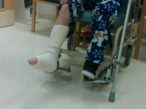 justin bieber se casse le pied  sur scène