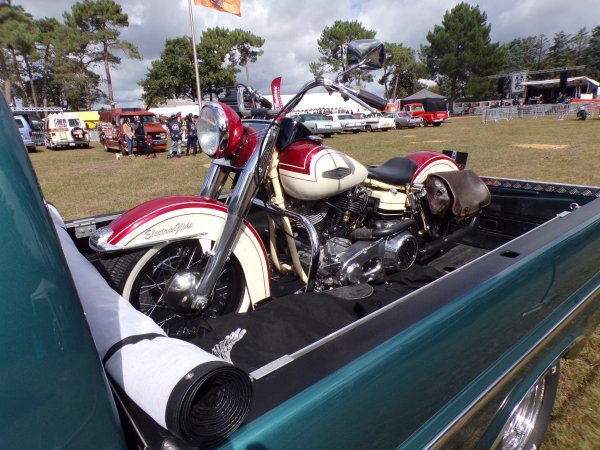 BYKES BROTHERS 2017  !!!! 16 !! joli Ford avec une belle Harley dessus