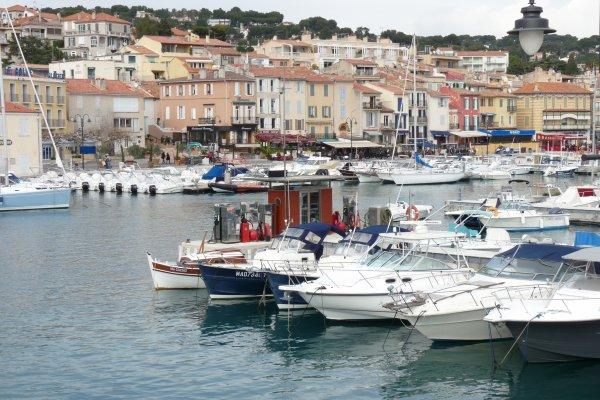 à coté de Marseille 20 km environ   CASSIS ( photo Pierre Paul )